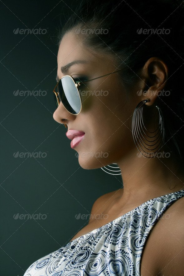 Fashionable woman with sunglasses